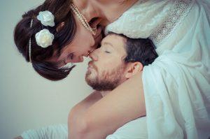 普通だけじゃつまらない!結婚写真の人気撮影ポーズ20選【結婚式編】