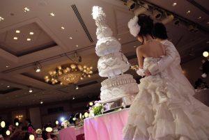ウェディングケーキをイミテーションケーキにするメリットは?